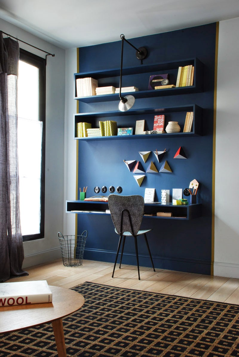 son bureau dans le salon mariekke. Black Bedroom Furniture Sets. Home Design Ideas