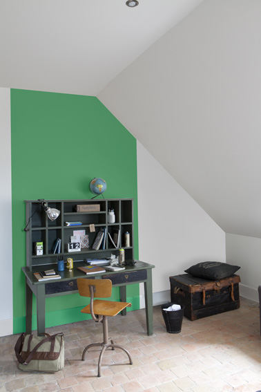 Son bureau dans le salon mariekke - Peindre meuble contreplaque ...