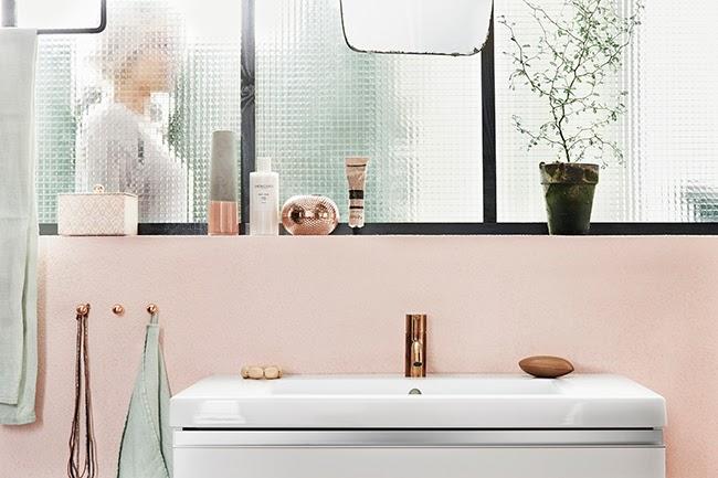Notre salle de bains rose cuivre et noir mariekke - Accessoires salle de bain rose ...