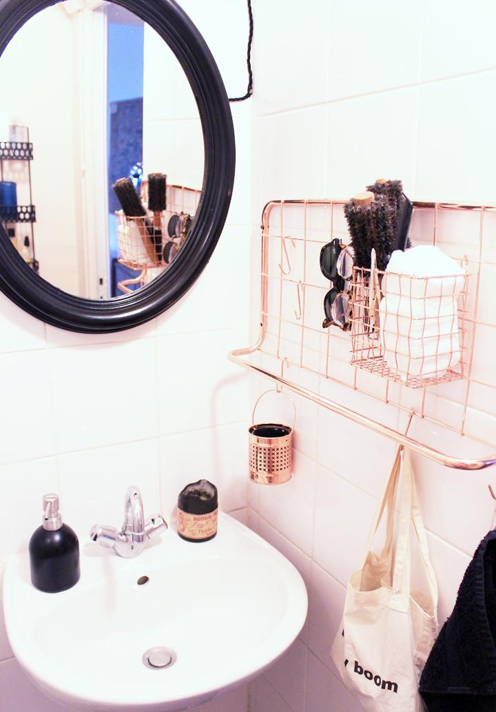 notre salle de bains rose cuivre et noir mariekke. Black Bedroom Furniture Sets. Home Design Ideas