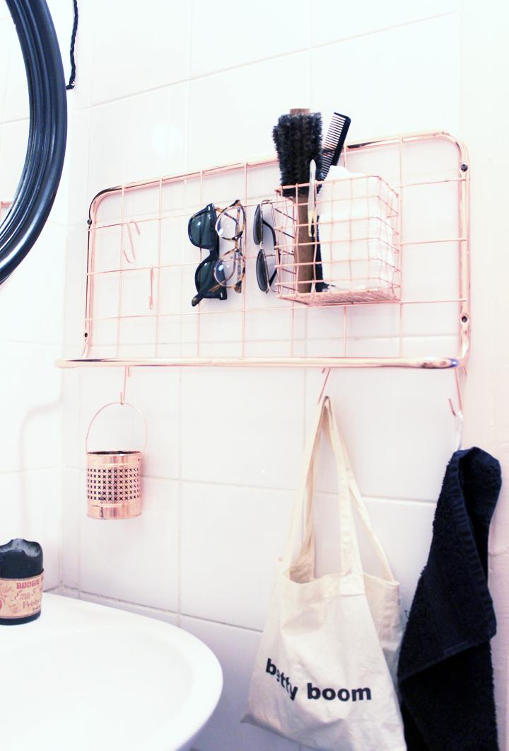 Notre salle de bains rose cuivre et noir mariekke for Salle bain noir
