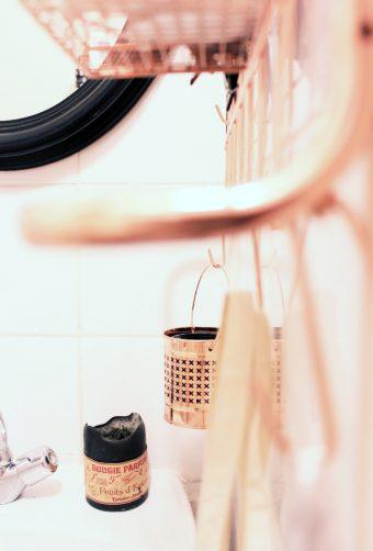 Notre salle de bains rose cuivre et noir mariekke - Salle de bain noir et rose ...