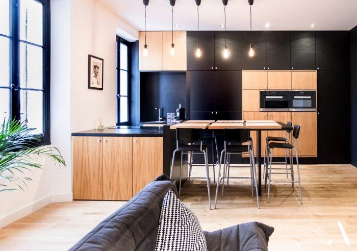 un appartement chic marseillais en noir et boisun appartement chic marseillais en noir et bois