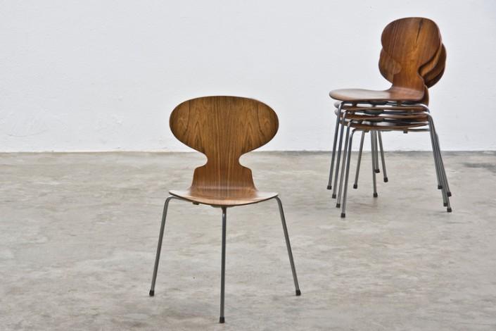 Ant-Chair-dArne-Jacobsen-chez-Fritz-Hansen-705x470