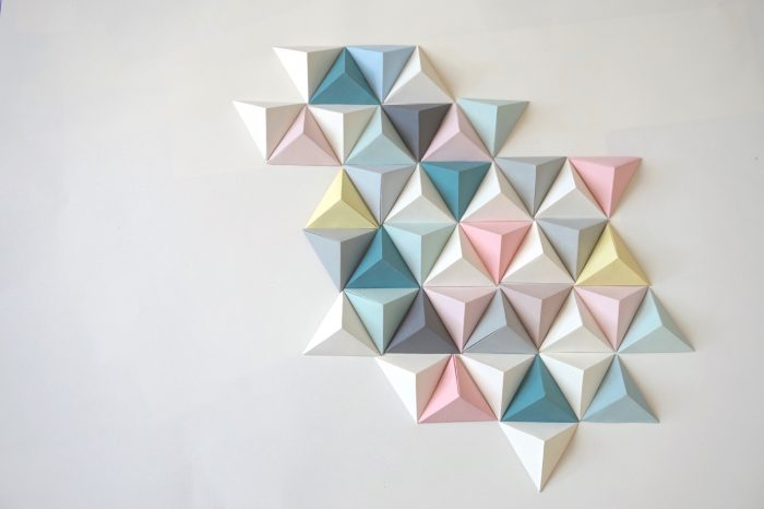 formelab_mariekke_Fresque_origami_triangle_multicolore_pastel_pliages_fin_createur_fabriquer_france_made_in_cc_fait_des_siennes_decoration_paris_05